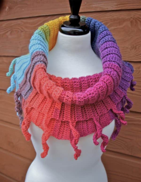 Curly Cute Cowl Lion Brand Yarn Mandala
