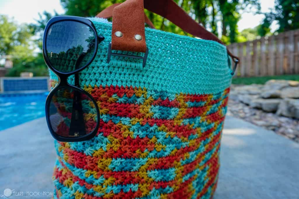 Life's a Beach Bag by Heart Hook Home a free crochet pattern