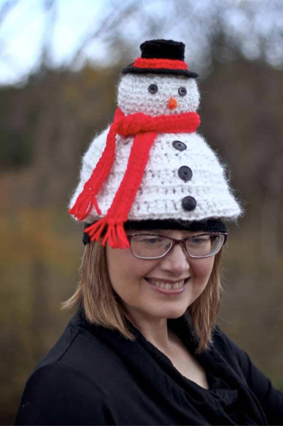 Light Me Up Snowman Hat a free crochet pattern