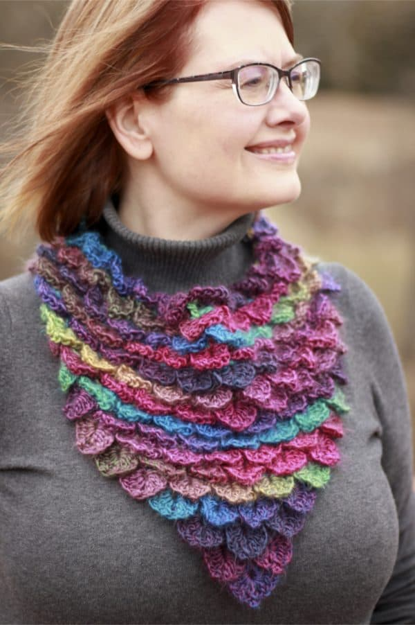 Stained Glass Dragon Scales Bandana Cowl a free crochet pattern video tutorial
