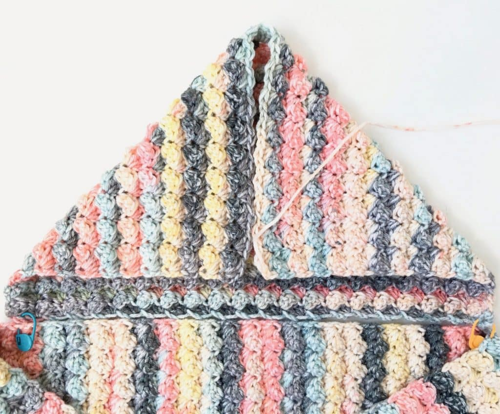 easy scoodie pocket scarf free crochet pattern