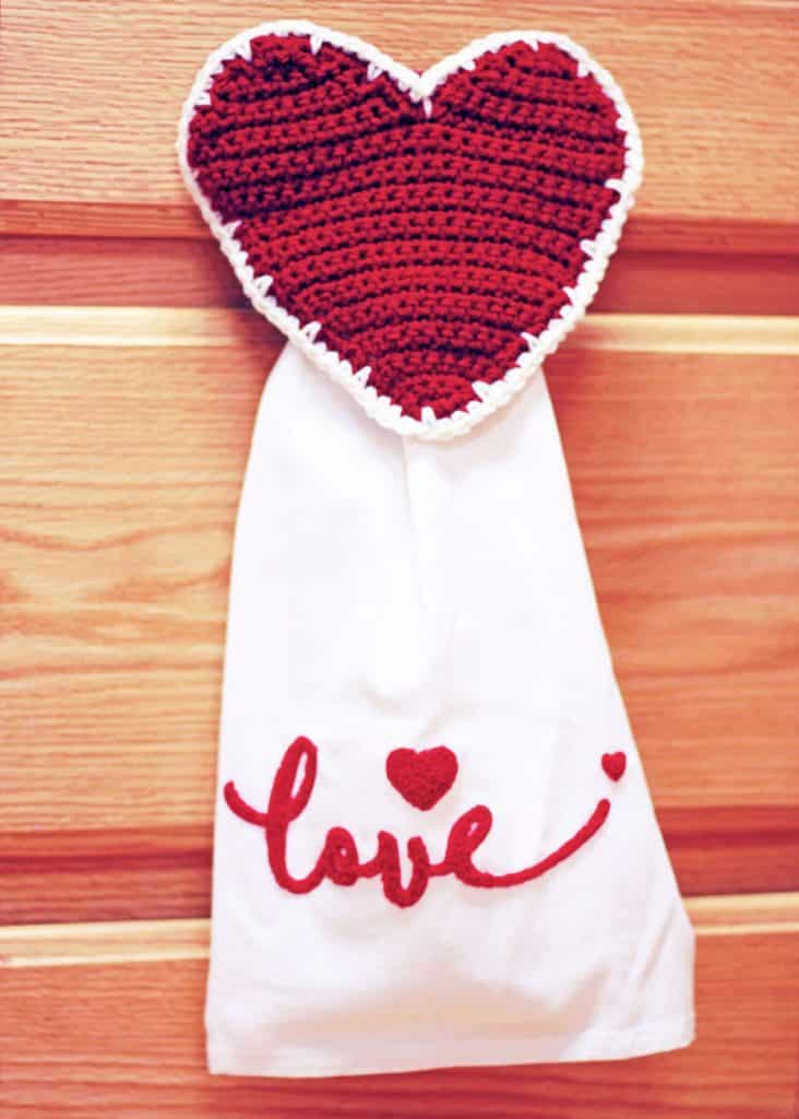Farmhouse Heart Towel Topper Free crochet pattern