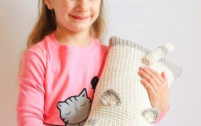 Cat Cuddler Travel Neck Pillow free crochet pattern