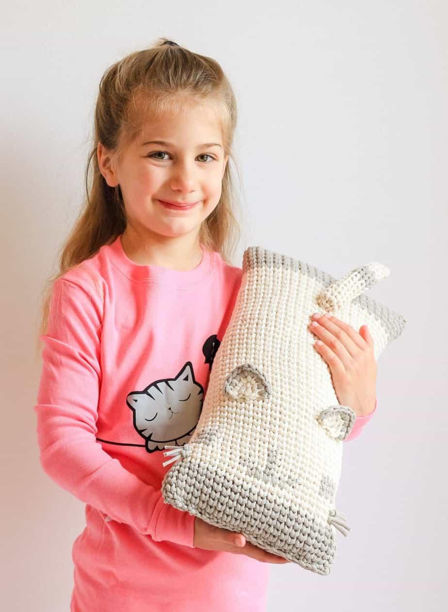 free crochet patterns - DIY kitten pillow - cat pillow pattern for ... | 1920x1407