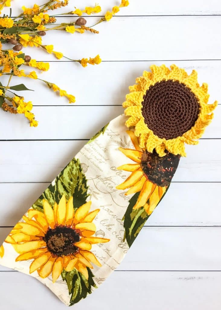 Sunflower Towel Topper crochet pattern flat