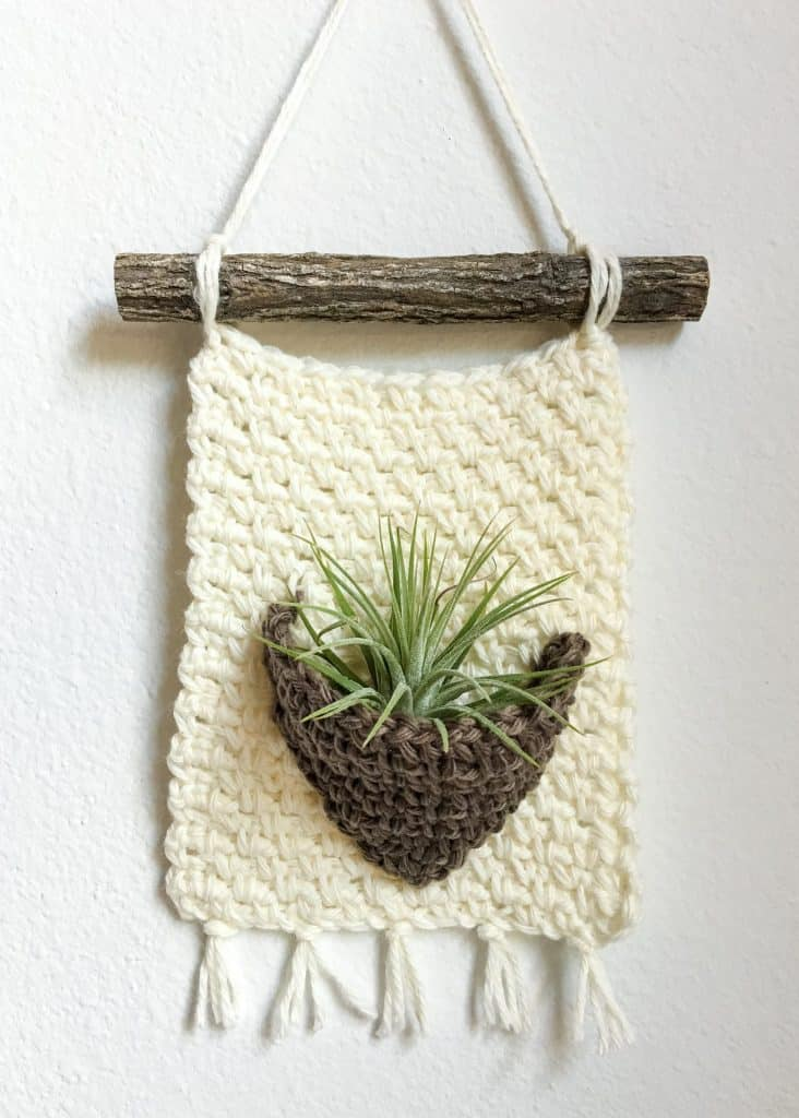 Air Plant Hanger free crochet pattern with fringe