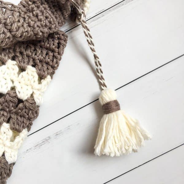 Coffee & Cream Market Bag free crochet pattern tassel