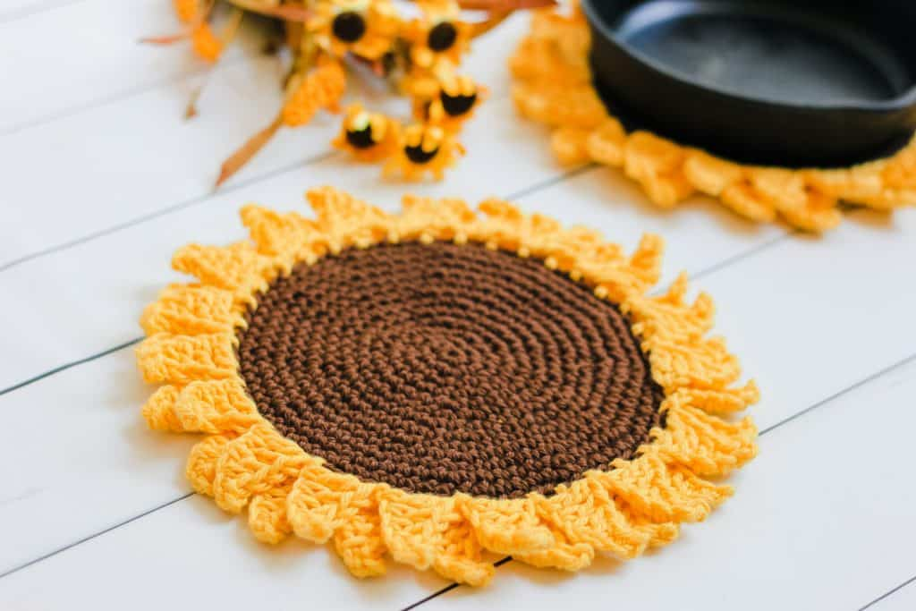 Sunflower Pot holder free crochet pattern