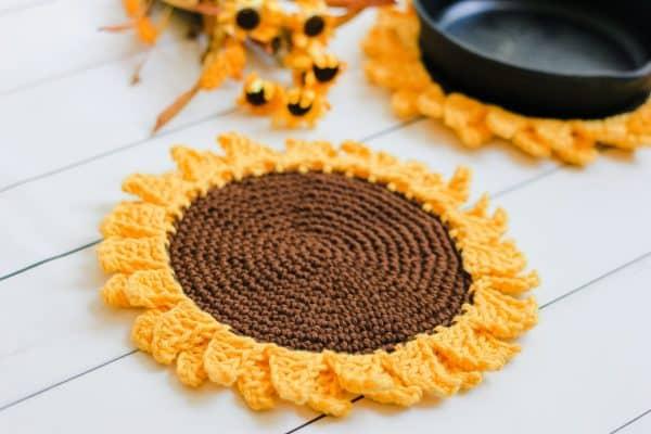 Sunflower Pot holder free crochet pattern