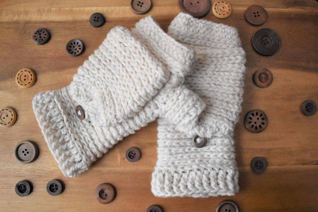 Tabby Star Mittens crochet pattern by Stardust Gold Crochet