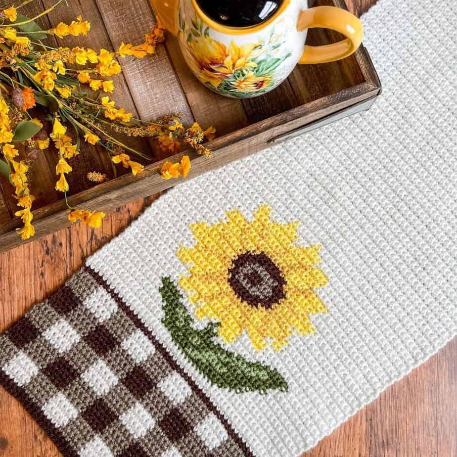 Sunflower Table Runner free crochet pattern