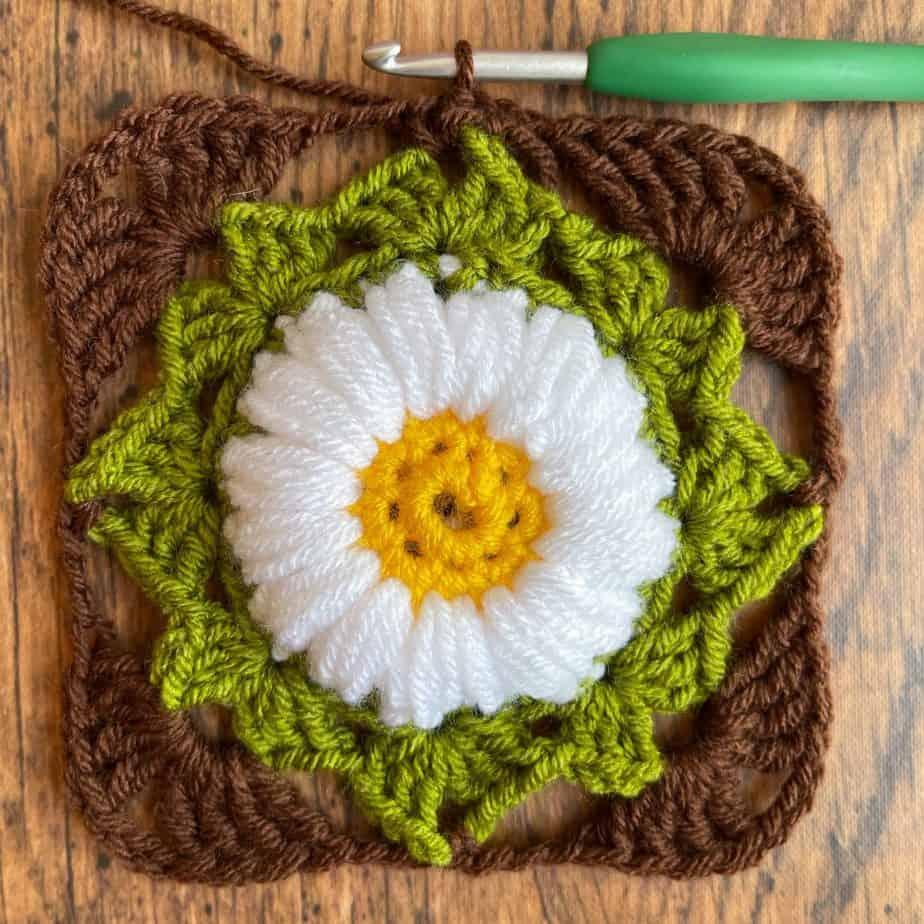 Sunflower crochet motif process 7
